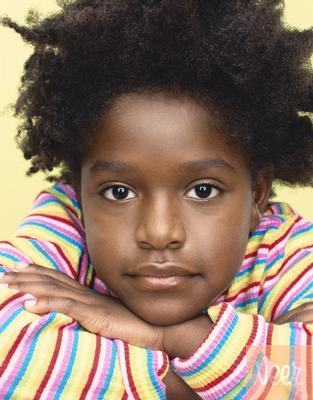 una bambina di colore